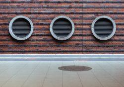 Energibesparende lufttæpper til butiksdøre og industriporte til fornuftige priser