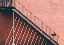 Ståltrapper i elegant og solidt design til indendørs eller udendørs brug