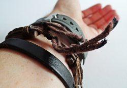 Flotte læderarmbånd giver personlighed til mænds outfit