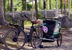 En cykelanhænger gør det nemmere at komme rundt med børnene